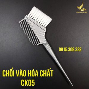 choi nhuom toc vao hoa chat - ck05 (1)